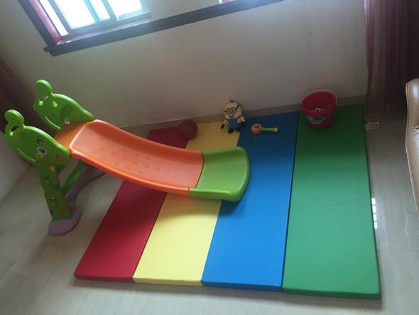 滑滑梯搭配爬行垫